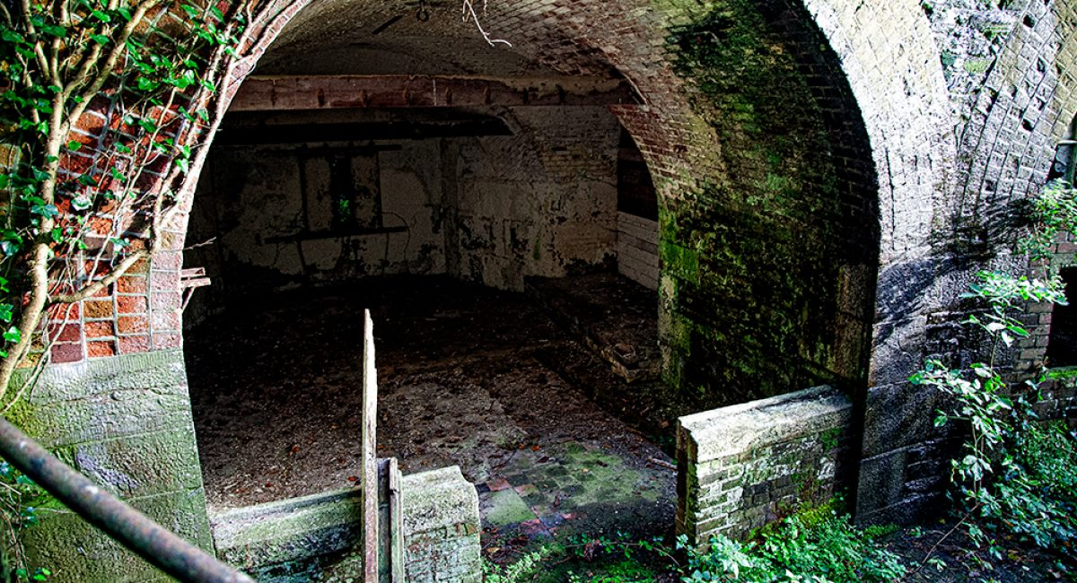 Visit to Drake's Island Derelict soldiers quarters on Drake's Island